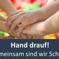 Hand_drauf_mit_Banner